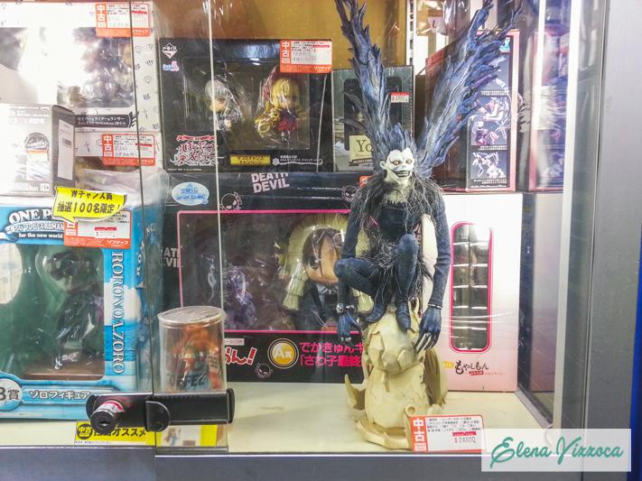 Vetrina di un negozio ad Akihabara